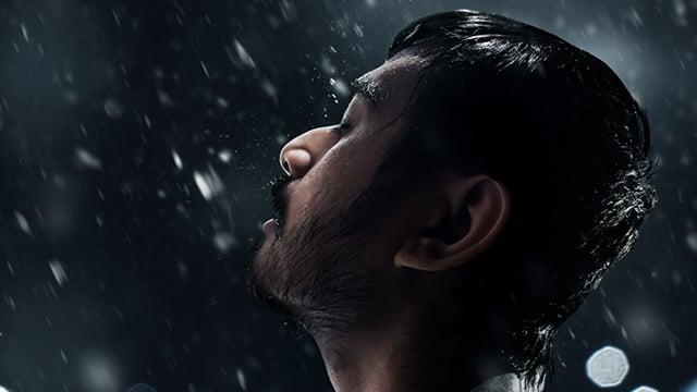 Karim geniet van de regen